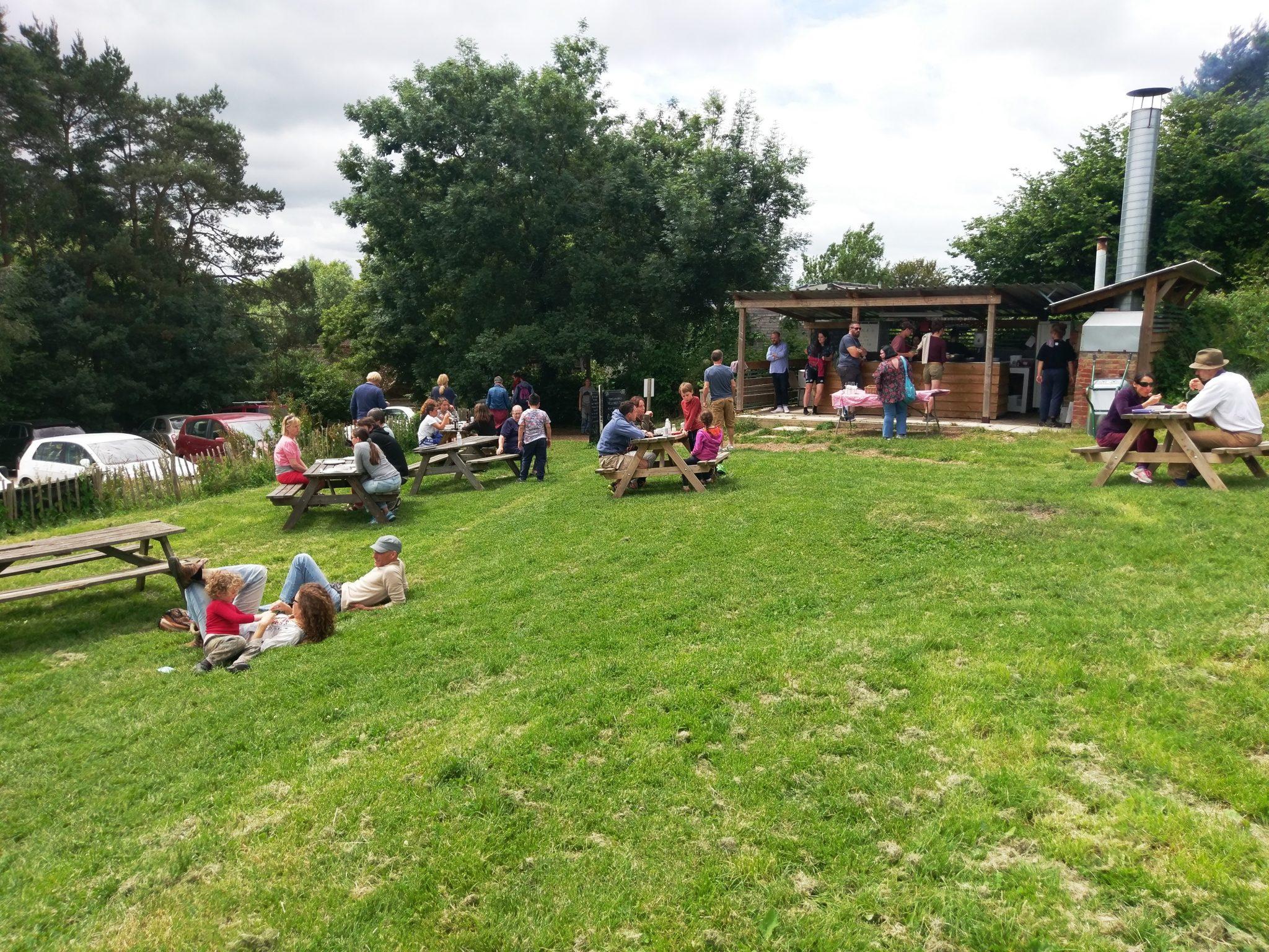 Tablehurst Farm cafe garden image